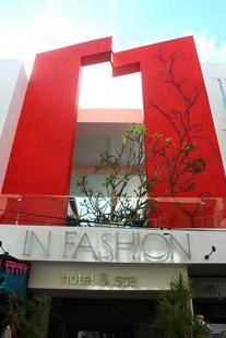 In Fashion Boutique (Adults Only 18+)